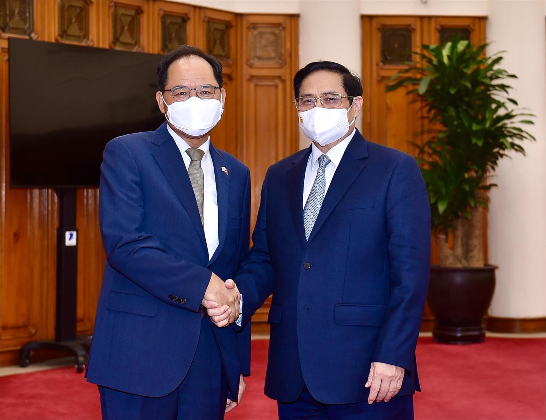 Thủ tướng Chính phủ Phạm Minh Chính và Đại sứ Hàn Quốc tại Việt Nam Park Noh Wan - Ảnh: VGP/Nhật Bắc