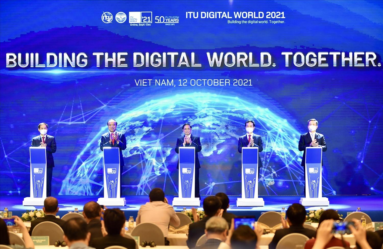 Thủ tướng Phạm Minh Chính dự lễ khai mạc Hội nghị và Triển lãm thế giới số 2021. Ảnh: VGP/Nhật Bắc