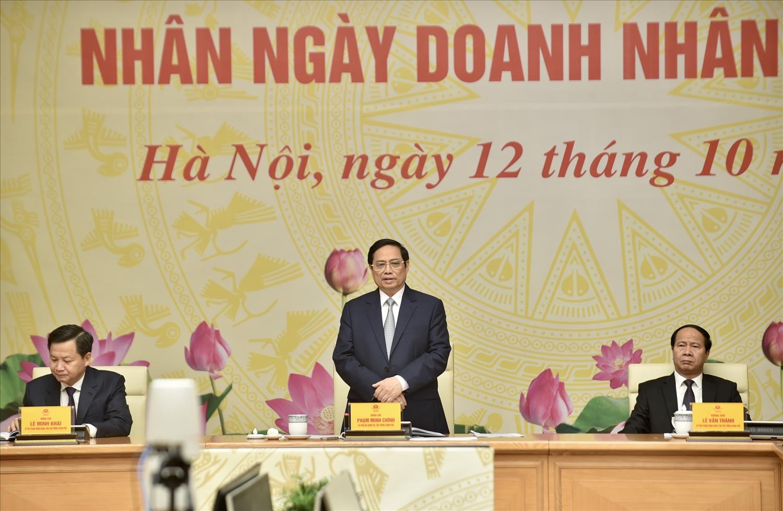 Thủ tướng bày tỏ tin tưởng vào sự hợp tác, đoàn kết của cộng đồng doanh nghiệp, doanh nhân với sự nghiệp chung, tất cả vì lợi ích quốc gia, dân tộc, vì hạnh phúc, ấm no của nhân dân, chung tay xây dựng đất nước hùng cường thịnh vượng như mục tiêu Nghị quyết Đại hội XIII đã đề ra. Ảnh: VGP/Nhật Bắc