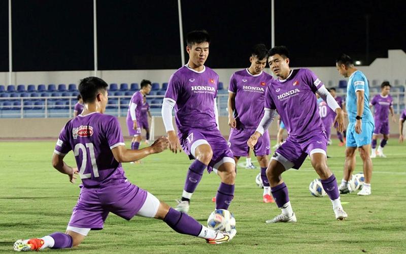 Đội tuyển Việt Nam luyện tập trước trận đấu với Oman.