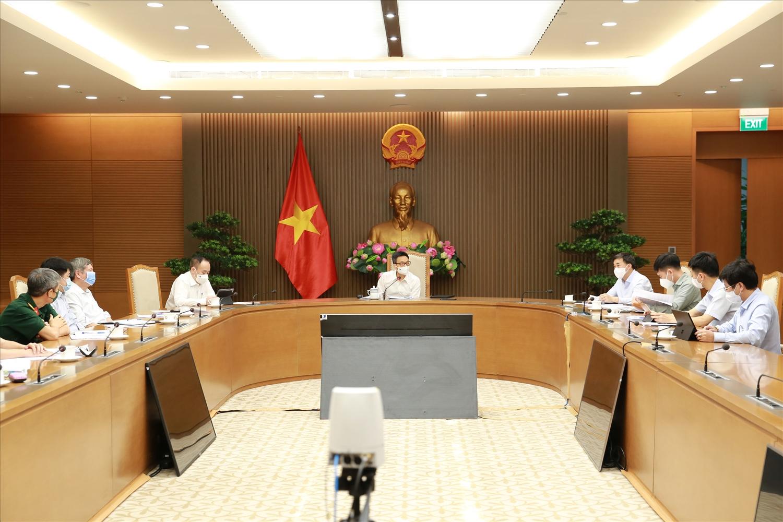 Các ý kiến tại cuộc làm việc thống nhất cho rằng đến cuối năm 2021 Việt Nam sẽ chủ động được cơ bản nguồn vaccine, thuốc điều trị, sinh phẩm để đưa cả nước chuyển sang trạng thái bình thường mới. Ảnh: VGP/Đình Nam