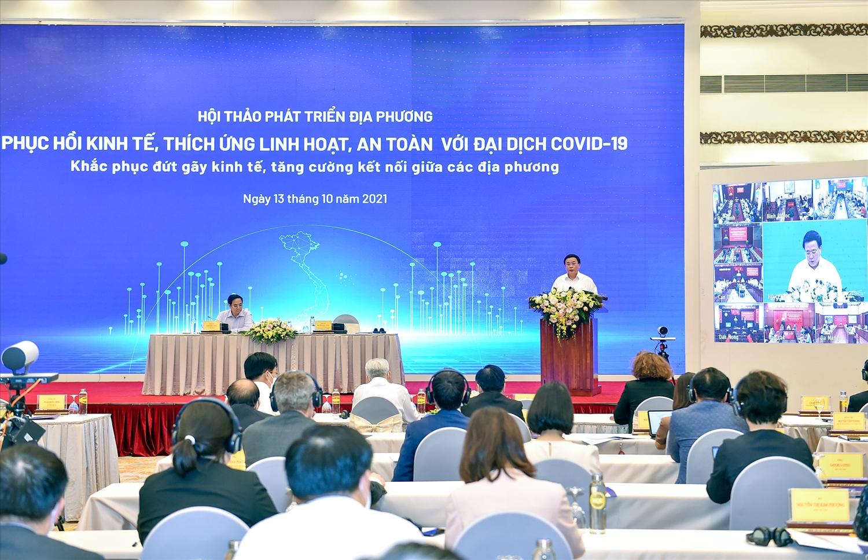 Đồng chí Nguyễn Xuân Thắng, Ủy viên Bộ Chính trị, Giám đốc Học viện Chính trị Quốc gia Hồ Chí Minh, Chủ tịch Hội đồng Lý luận Trung ương phát biểu tại Hội thảo - Ảnh: VGP/Nhật Bắc