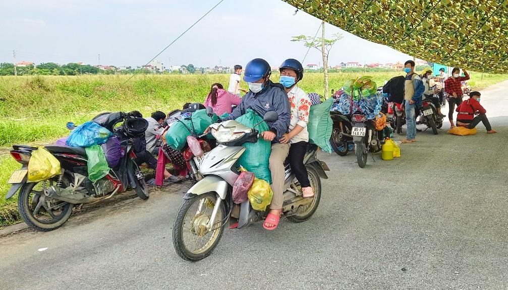 Mức hỗ trợ đối với người dân trở về quê từ vùng dịch Covid-19 là 300 ngàn đồng/người