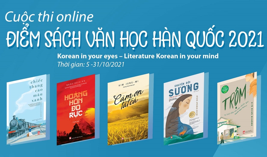 Độc giả chọn 1 trong 5 cuốn văn học Hàn Quốc để điểm sách.
