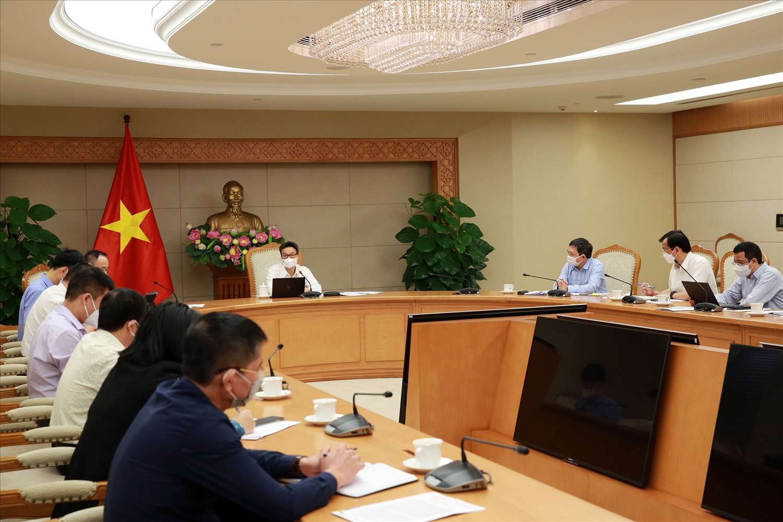 Phó Thủ tướng Vũ Đức Đam nhấn mạnh các phương án từng bước mở lại các hoạt động du lịch theo đúng tinh thần Nghị quyết 128/NQ-CP của Chính phủ. Ảnh: VGP/Đình Nam