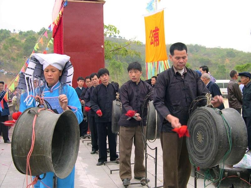 Nhiều lễ hội của người Choang có sử dụng nhạc cụ trống đồng