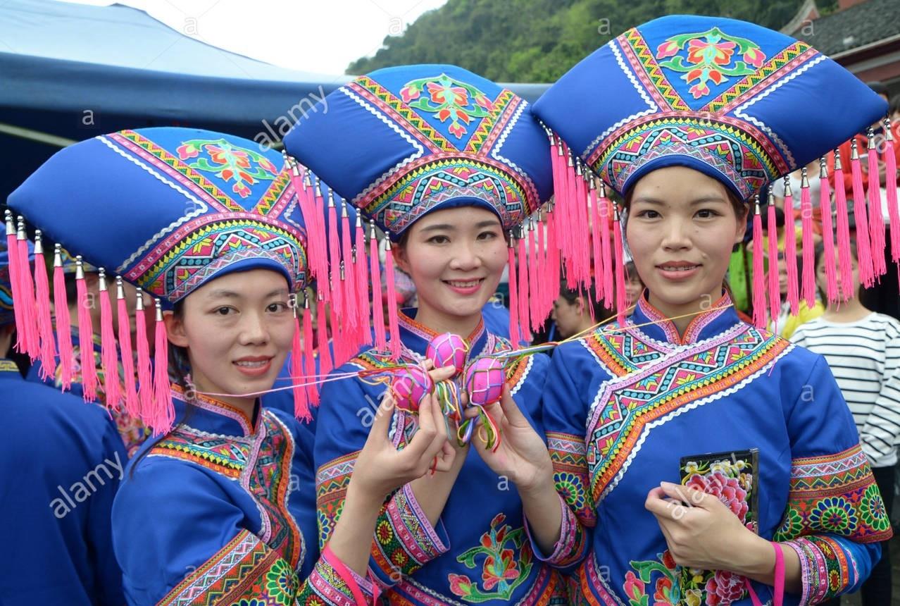 Người Choang ở Trung Quốc có trang phục truyền thống rực rỡ sắc màu