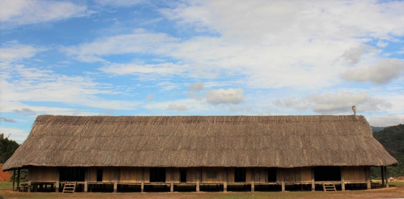 Ngôi nhà dài của người có 6 thế hệ ở duy nhất còn sót lại ở Tây Giang Ảnh: Pơloong Plênh
