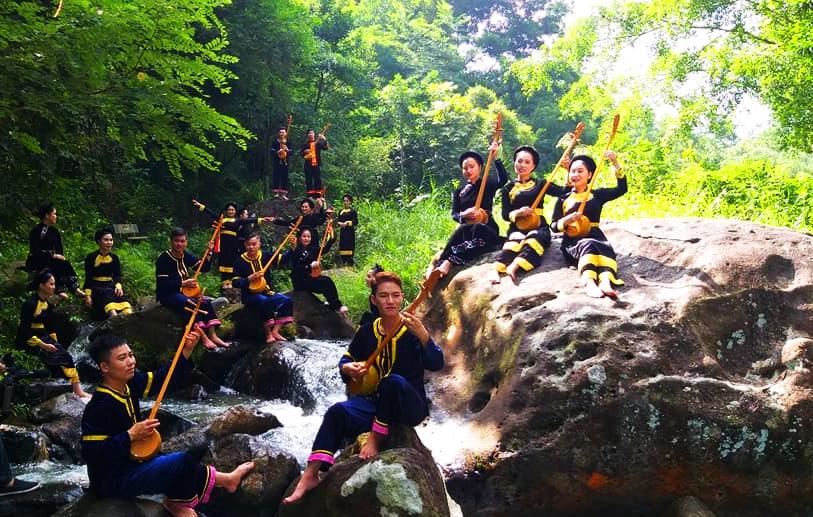 Hát then văn nghệ ngày càng trở nên phổ biến ở Bắc Giang