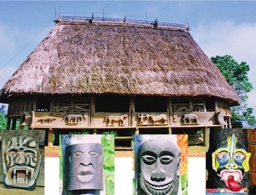 Hình ảnh mặt nạ được chạm khắc sinh động trên ngôi nhà Gươl của người Cơ Tu ở Tây Giang. Ảnh Pơloong Plênh