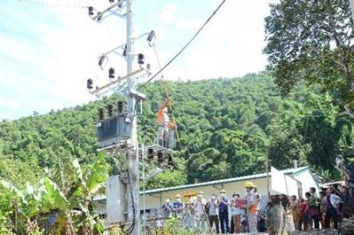 Đóng điện TBA Tìa Khí - bản Tìa Khí, xã Tủa Sín Chải, huyện Sìn Hồ
